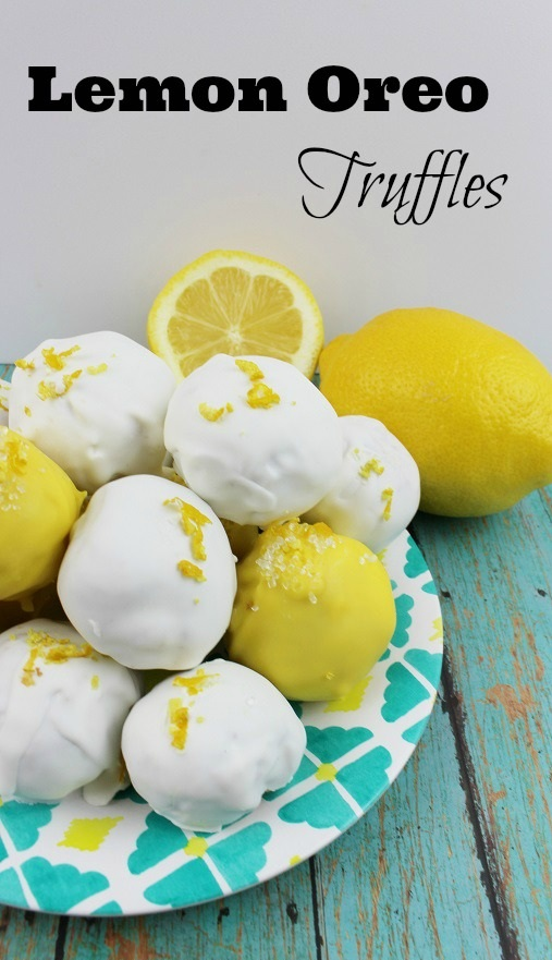 Filled with yummy lemon flavor, try this easy truffle recipe using Oreo cookies!  #recipe #recipes #truffles #truffle #oreo #oreos #cookie #cookies #ruffledmom